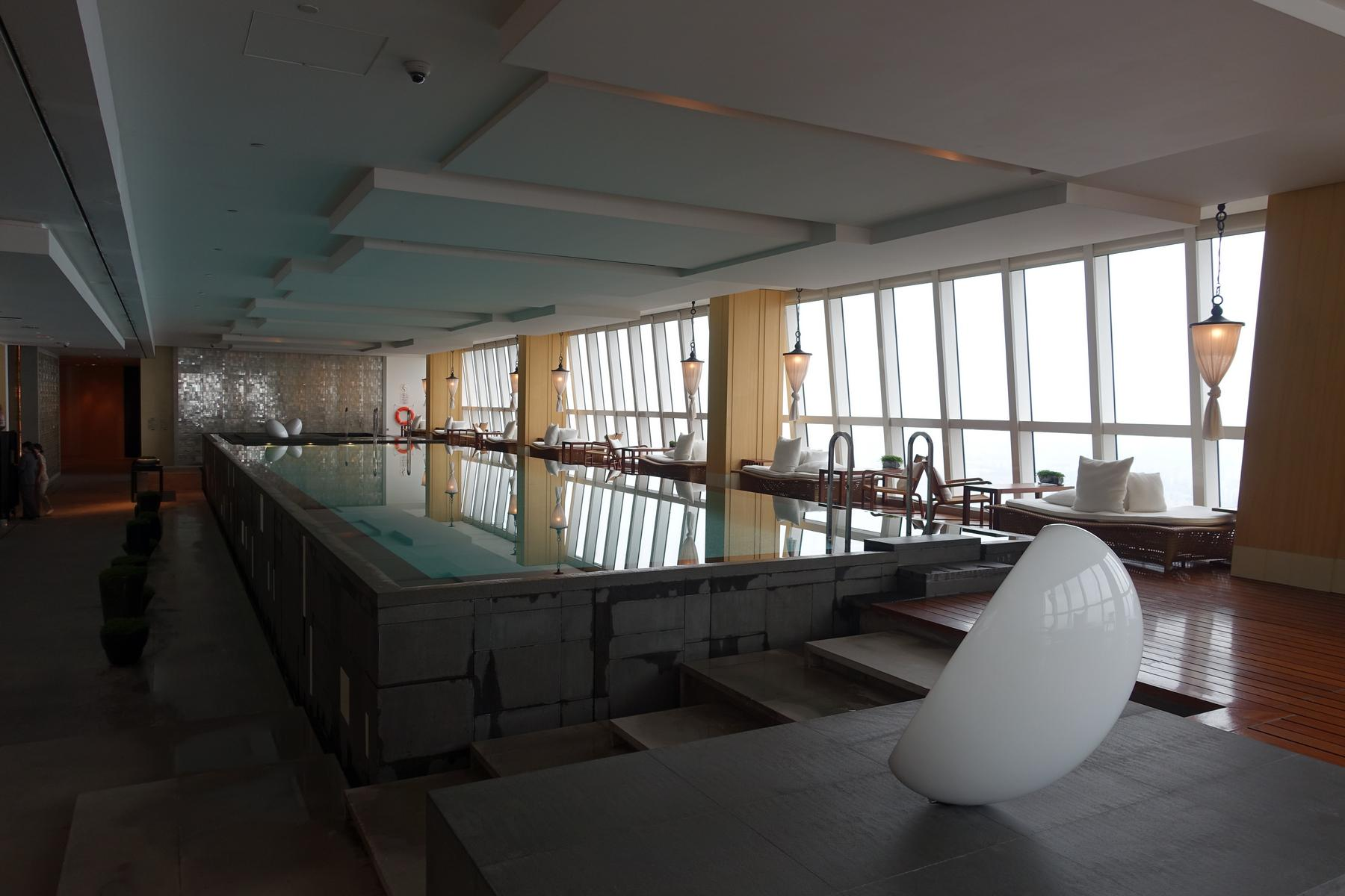 Swimming on the 85th floor at the park hyatt shanghai - Shanghai infinity pool ...