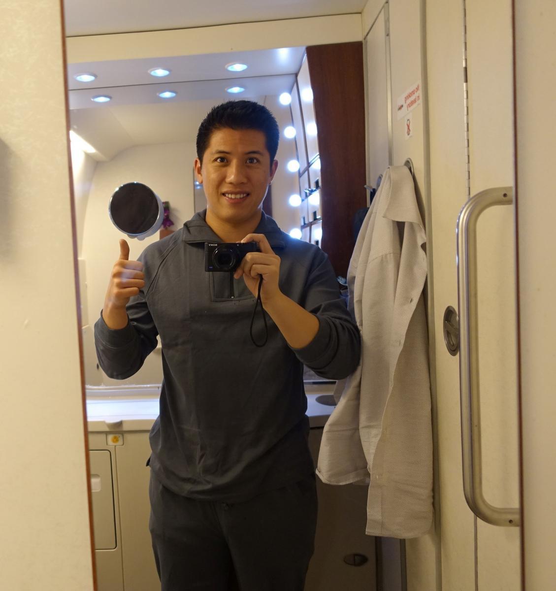 Flight Bathroom Door: My $16,000 Christmas Flight On Singapore Airlines First