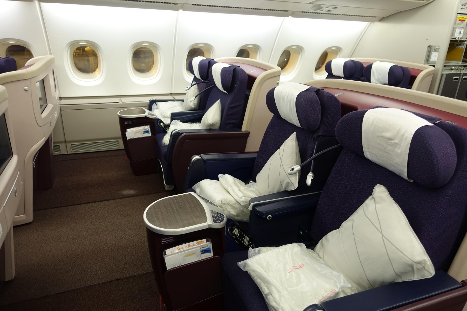 review malaysia airlines first class a380 tour cockpit. Black Bedroom Furniture Sets. Home Design Ideas